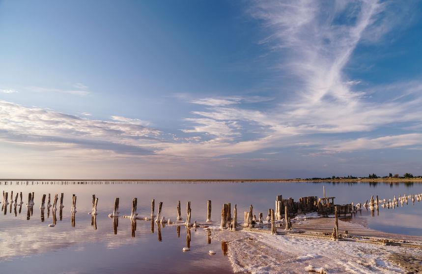 Сиваш и Таганрогский залив осолонены, то же самое можно сказать и о центральной части моря - везде уже пиковые значения