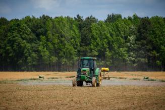 Псковские сельхозорганизации нарастили закупки минеральных удобрений
