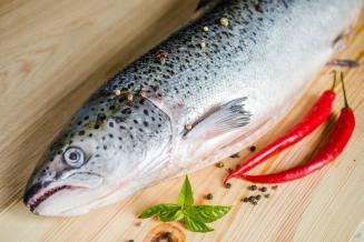 В Совете Федерации надеются повлиять на стоимость лосося в магазинах через улучшение логистики