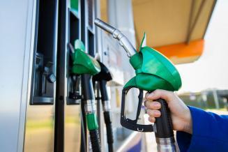 В Псковской области розничные цены на топливо демонстрируют умеренный сезонный рост