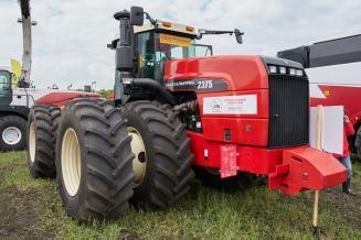 По оценке Минсельхоза в 2020 году аграрии приобретут 15 тыс. тракторов и 7 тыс. комбайнов