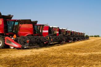 В РФ почти сравнялось количество выбывшей и приобретенной сельхозтехники