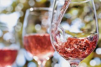 Названы лучшие розовые вина России