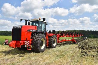 В орловских сельхозорганизациях насчитывается почти 3тыс.тракторов иболее 1тыс. культиваторов