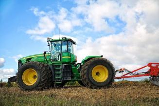 В России хотят ввести единые требования к использованию тракторов