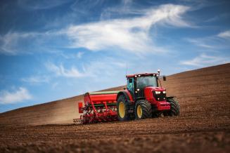 Путин подписал закон о требованиях к тракторам и другим самоходным машинам