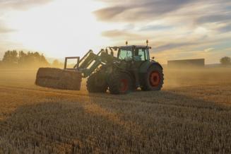 Псковские аграрии заготавливают корма