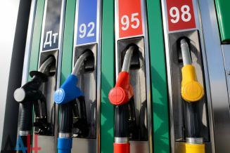 В Новгородской области самые низкие в СЗФО цены на бензин АИ-92