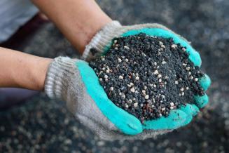 Производители удобрений до конца года продолжат сдерживать цены для российских аграриев